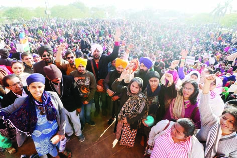 گھنٹہ گھر مظاہرہ میں سکھ فرقہ نے پہنچ کر کی 'ارداس'