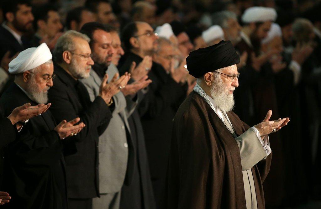 آج کی نماز جمعہ رہبرانقلاب اسلامی کی امامت میں ادا کی گئی