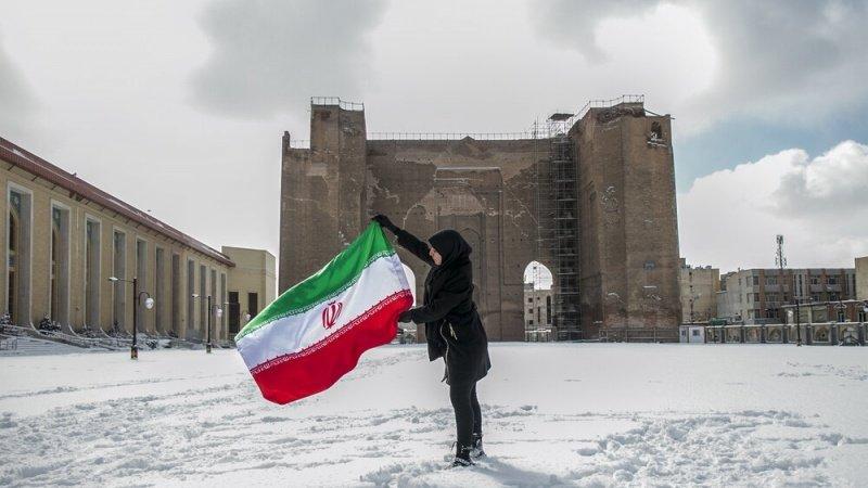 اسلامی انقلاب کی اکتالیسویں سالگرہ کے موقع پر انقلابی حرارت نے برفیلی ٹھنڈک کو پچھاڑا