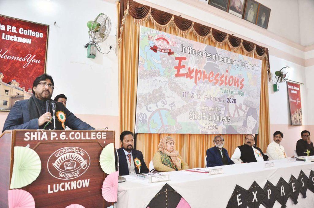 گھنٹہ گھر پر ٢٦ویں روز اکرم انصاری اور روی داس نے مظاہرہ کی جگہ پہونچ کر خواتین کی حمایت کی