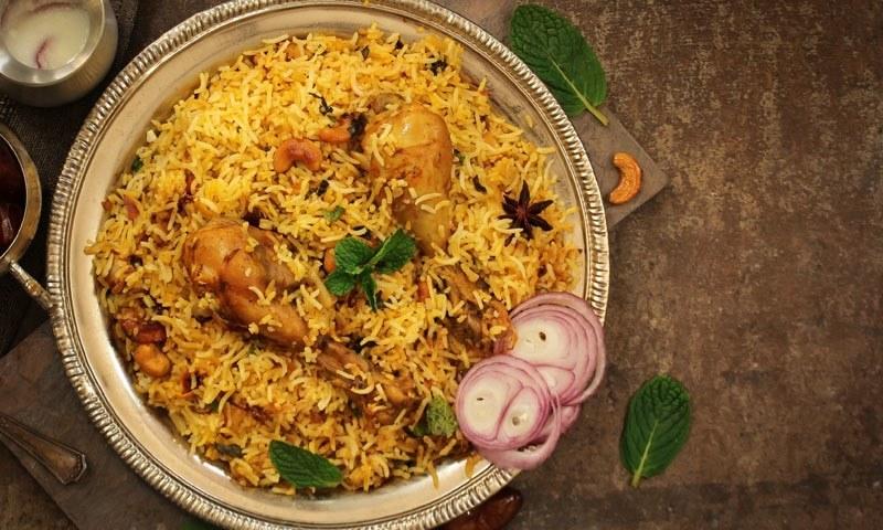 کورونا لاک ڈاؤن: رمضان میں افطار کے لیے بہت ہوگئے پکوڑے، اب افطار میں بریانی بنائیں