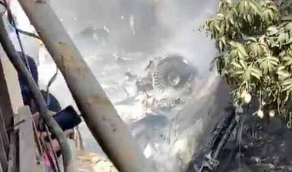 کراچی : لینڈنگ سے عین پہلے پاک طیارہ حادثے میں 54 ہلاک، کئی معجزاتی طور پر زندہ بچے