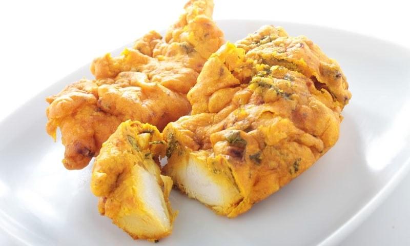 کورونا وائرس اور لاک ڈاؤن کے دوران افطار میں چکن پکوڑے بنائیں