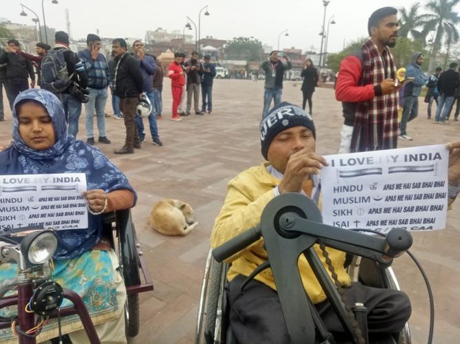 सीएए व एनआरसी के विरोध में चल रहे प्रदर्शन में पुलिस की कार्रवाई में पूजा शुक्ला हिरासत में