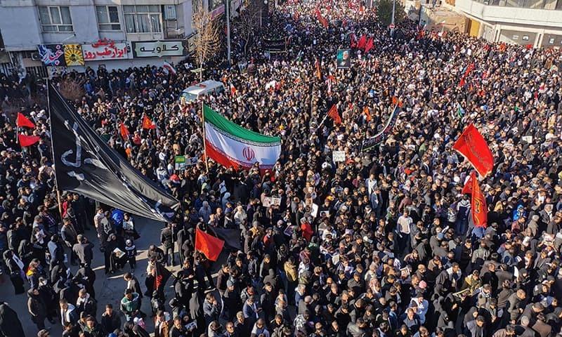 ایران: جنرل قاسم سلیمانی کی تدفین کےدوران بھگدڑ، 50 افراد ہلاک