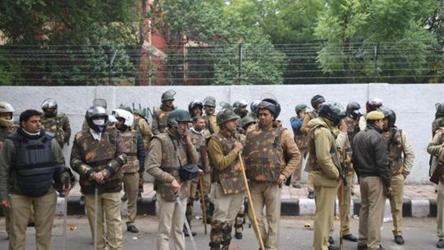 دہلی: جامعہ ملیہ کے قریب ایک بار پھر فائرنگ، پولیس اسٹیشن کے سامنے طلباء کا احتجاج